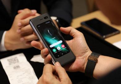 Samsung ส่งมอบ 'Galaxy Fold' ให้ลูกค้ากลุ่มแรกในไทยได้สัมผัสแล้ว