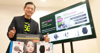 AIS SME launches a new era Thais unite fight