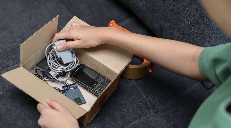 AIS x Thailand Post drop e-waste from home