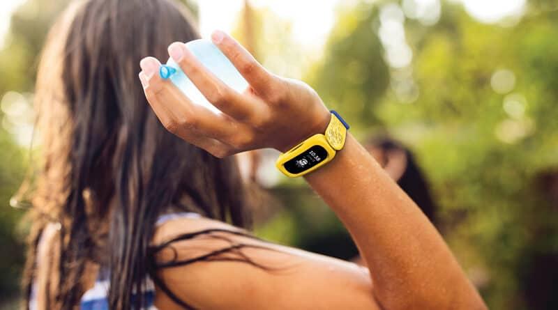 Fitbit launch ACE 3 Minions Yellow Backyard