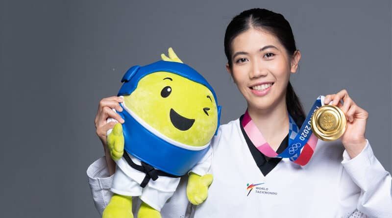 AIS 5G family welcome Olympic hero