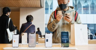 LG reported sell iPhones in its south korean stores next month